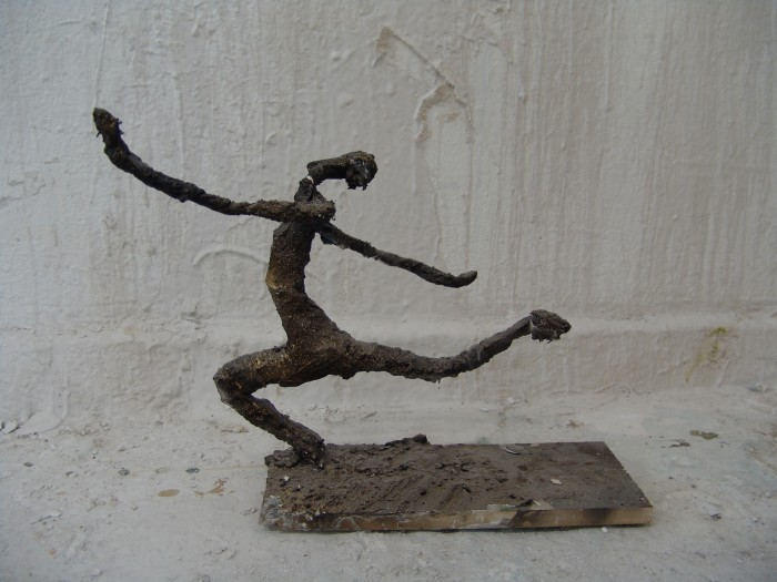 Raafed Jarah 116, The fleeing, 30 X 10 X 35 cm. from witht cement, paper, 2006.